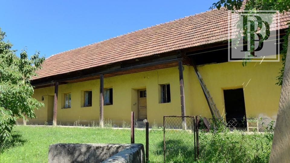 Rodinný dom na pozemku 2364 m2, v centre obce Dolné Vestenice