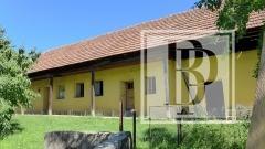 0003, Rodinný dom na pozemku 2364 m2, v centre obce Dolné Vestenice